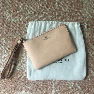 NWOT Coach Peach Small Wristlet